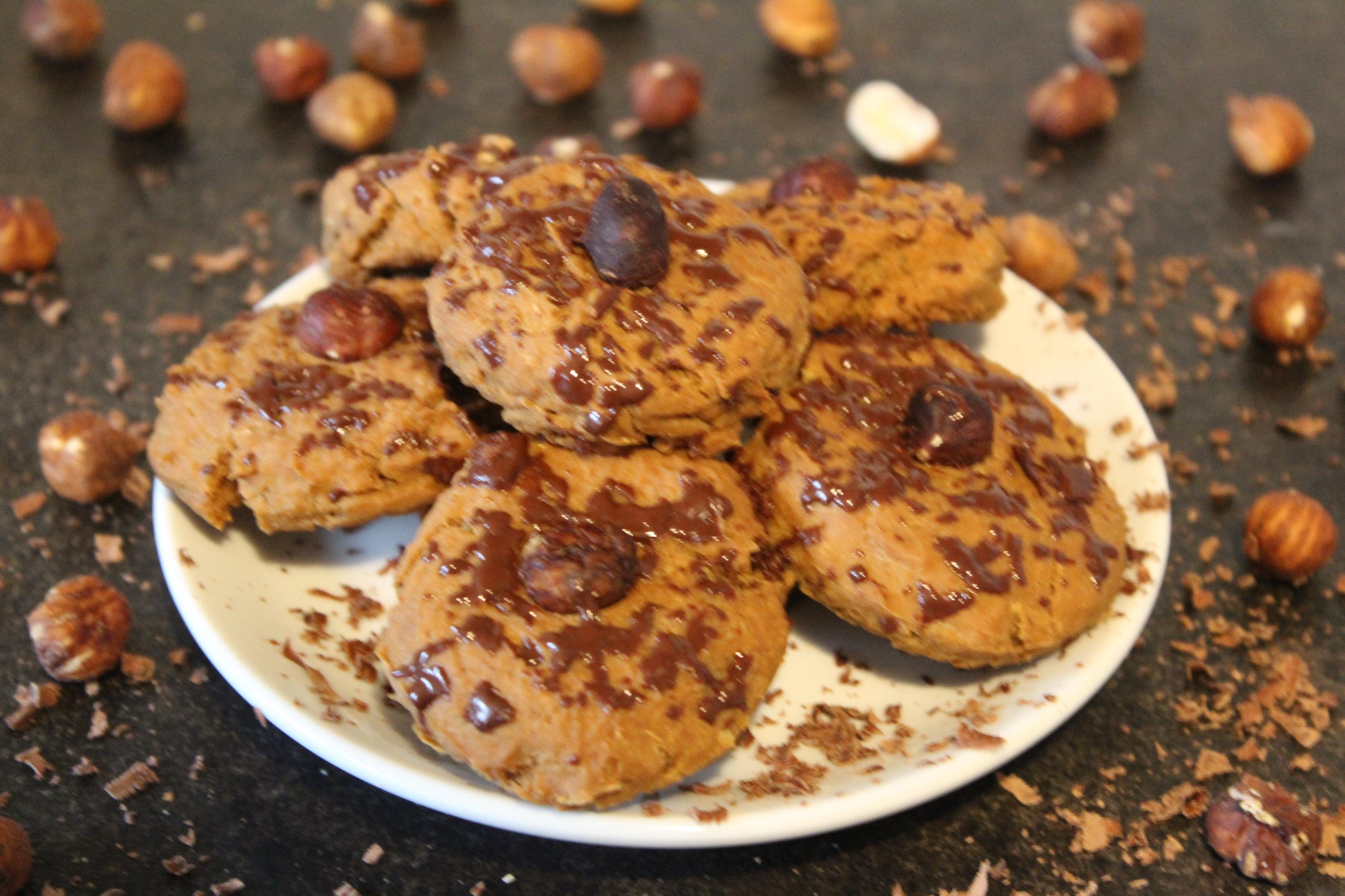 Vegane Haselnuss Proteincookies