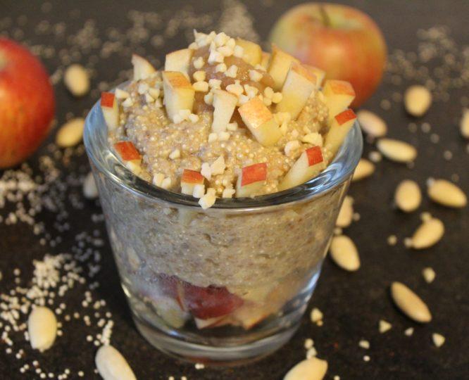 Quinoa-Porridge mit Apfel, Zimt und Mandeln