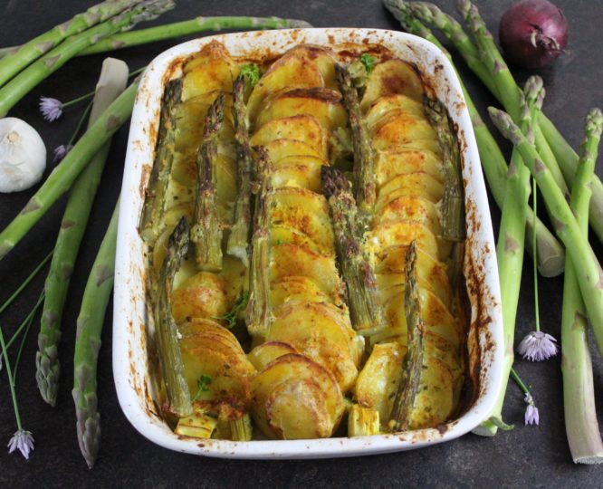Veganer Kartoffelauflauf mit Spargel