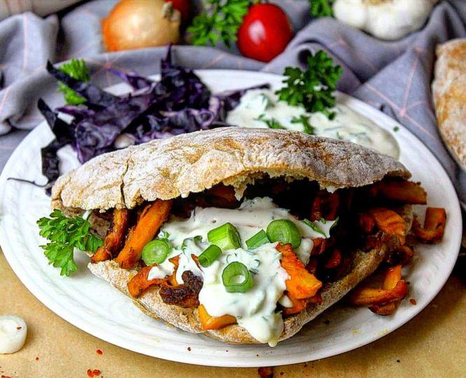 Protein Dönerbrötchen mit veganem Tzatziki