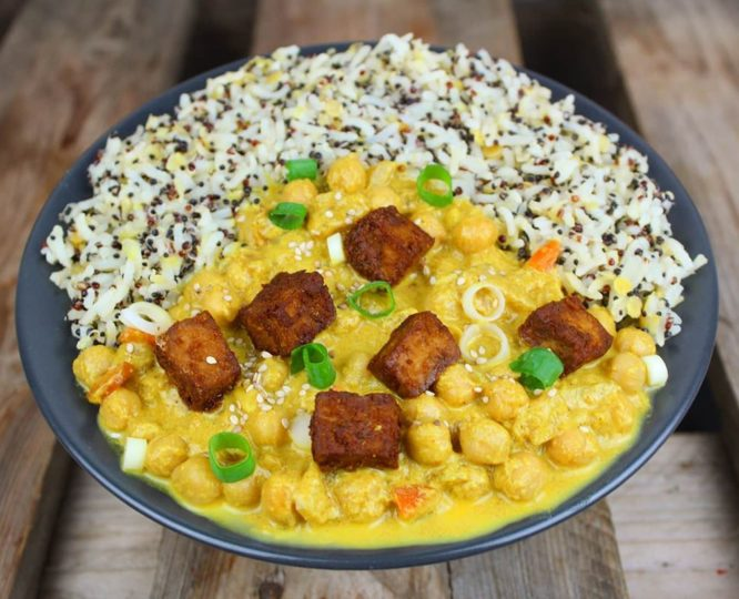Veganes Protein Curry mit mariniertem Tofu